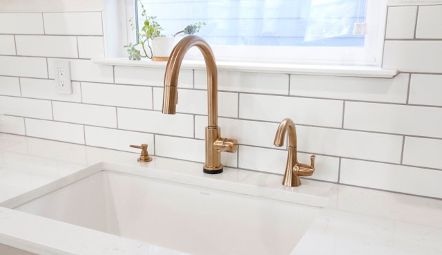 Delta Trinsic Single Handle Kitchen Faucet in Champagne Bronze product review