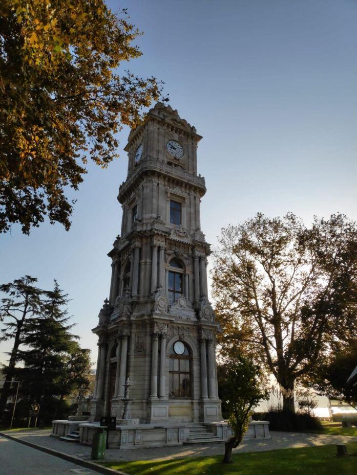 Torre del Reloj en el Palacio Dolmabahçe estambul