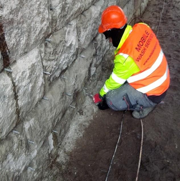 Prace przygotowawcze do wykonania iniekcji budowlanych- wzmacniających i sklejających rysy żywicą epoksydową
