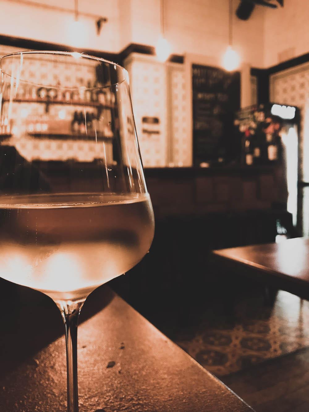 Weißweinschorle in der Dankbar in Leipzig