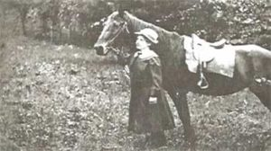 Photo of Lydia Holman with her horse