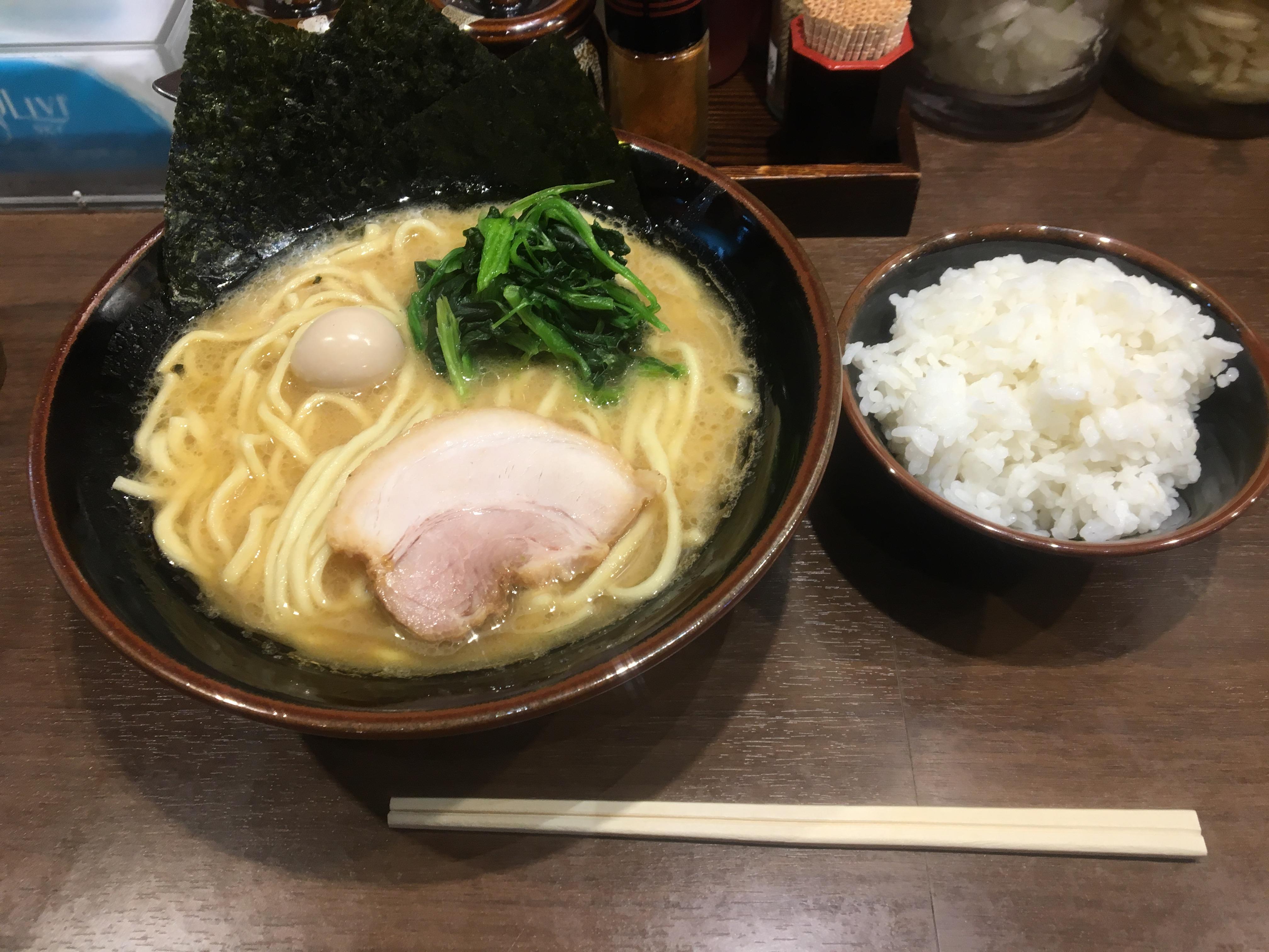ここはご飯食べ放題 横浜家系ラーメン壱角家大宮東口店