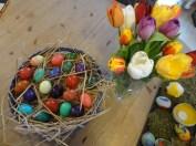 Blumen und Ostereier