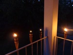 Brennende Garten-Fackeln aus Bambus