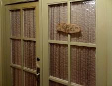 Das Schild an der Haustür.