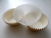 Weiße Muffinförmchen