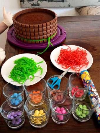 Süßigkeiten und der Schokoladenkuchen