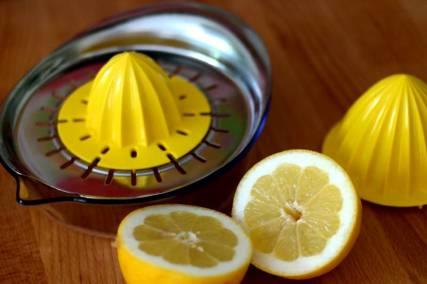 Die Zitrone wird komplett ausgepresst. Presse: Ikea