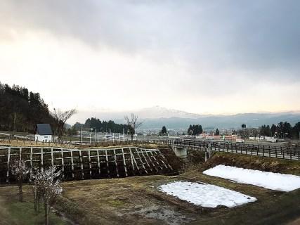 根小屋 花と緑と雪の里