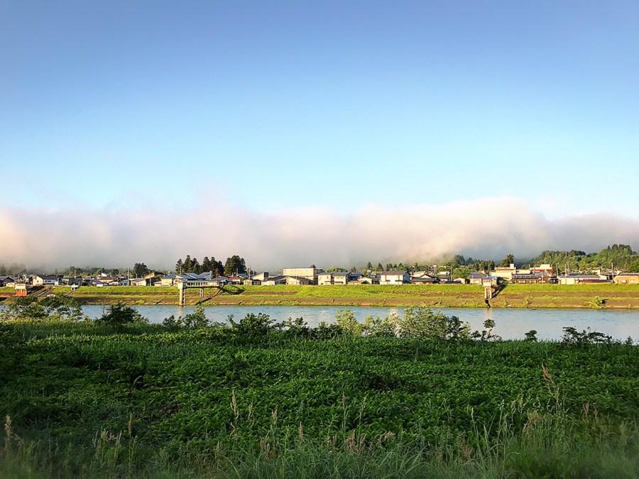 朝霧と魚野川