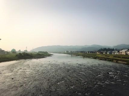 魚野川で鮎釣り