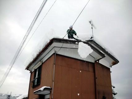 屋根雪下ろし(魚沼市除雪援助)