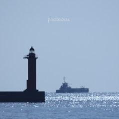 今度は午前中に来てみよう。灯台の色が分かる写真を撮ろう。