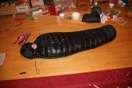 Niklas im Alter von sieben Jahren mit seinem dritten Daunenschlafsack