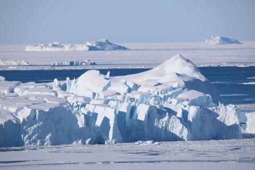 zerklüfteter Eisberg