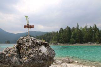 kleine Felseninsel im Eibsee