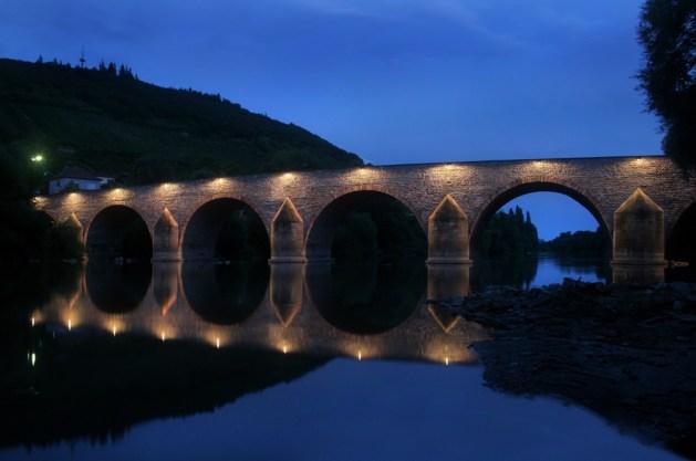 Binger Drususbrücke bei Nacht. Foto: Stadt Bingen.