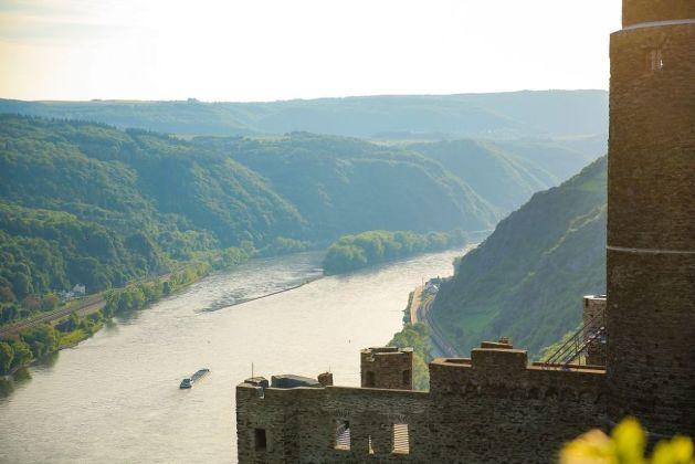 Blick über die Burg Maus auf das Rheintal. Foto: Romantischer Rhein Tourismus / Henry Tornow