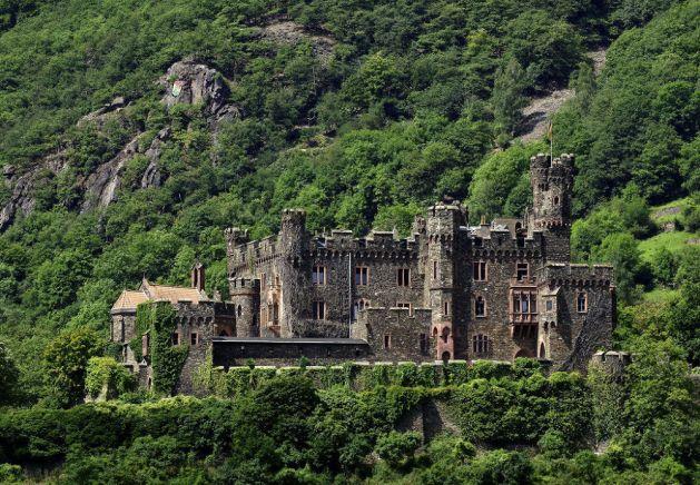 Burg Reichenstein wurde um 1900 im englischen Stil wiederaufgebaut. Foto: Romantischer Rhein Tourismus / Friedrich Gier