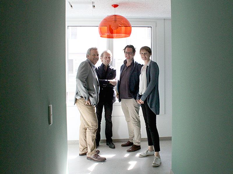 Innenansicht Neunerhaus. V.l.n.r. Michael Gehbauer, Achitekt, Markus Reiter, Iris Kaltenegger