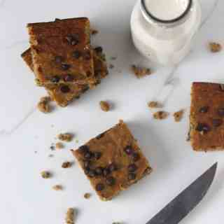 Chickpea banana blondies with milk