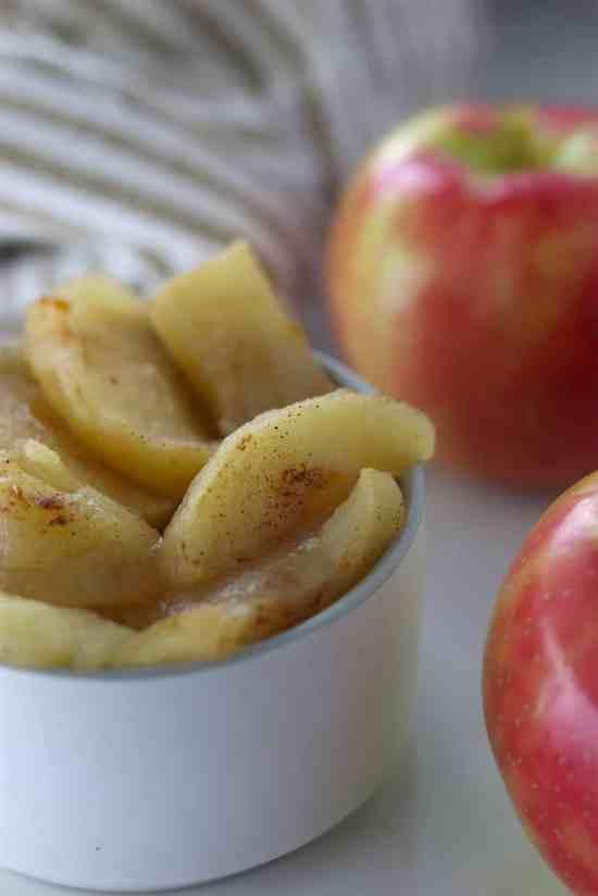 Warm crockpot bakes apples with cinnamon