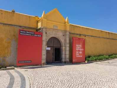 Inngangen til det gamle fengselet, som nå er museum. Peniche, Portugal. Foto © RoyGabrielsen.com