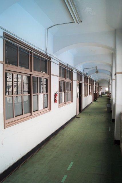 福祉センター分館 3階廊下 アーチ型の梁.jpg