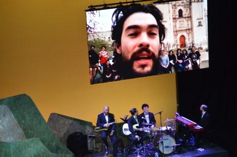 """Oliver Laxe agradeceu na distancia o premio á mellor Dirección por """"Mimosas"""""""