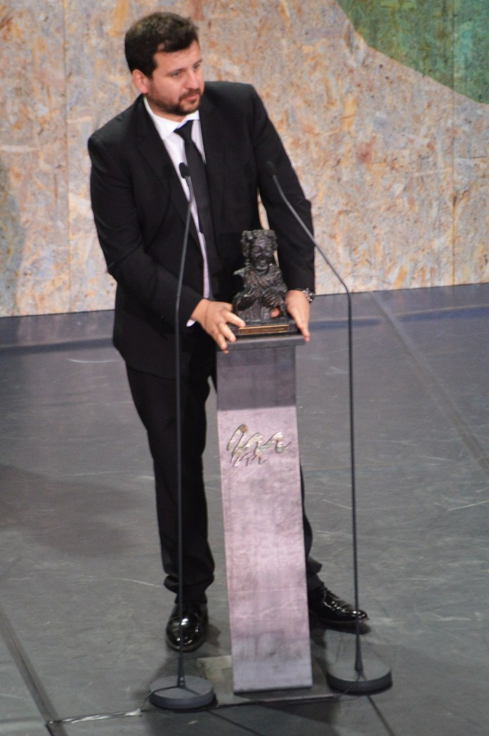 """Sergio Frade, un dos productores de Frida Films, recolle o #mestremateo17 á mellor longametrase por """"María y los demás"""""""