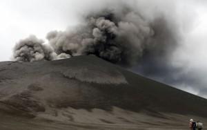 eight_col_VANUATU_volcano