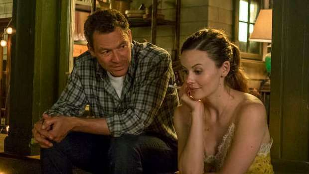 Dominic West as Noah Solloway and Sarah Ramos as Audrey in The Affair (season 3, episode 1). - Photo: Phil Caruso/SHOWTIME - Photo ID: TheAffair_301_2766