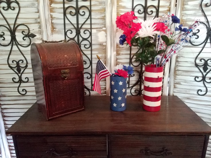 how to make Patriotic vases out of two thrifty finds