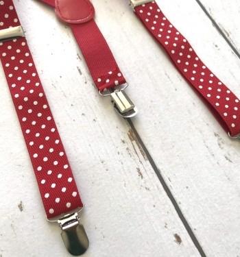 Rode bretels met witte stippen