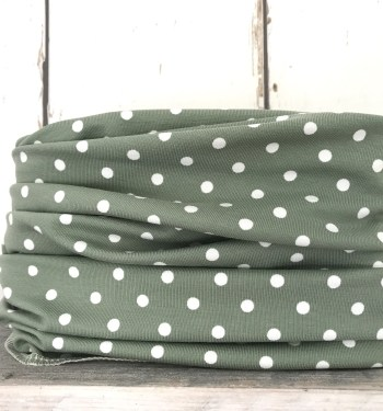 Groen colsjaaltje met witte stippen