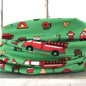 Groen colsjaaltje met brandweerauto's