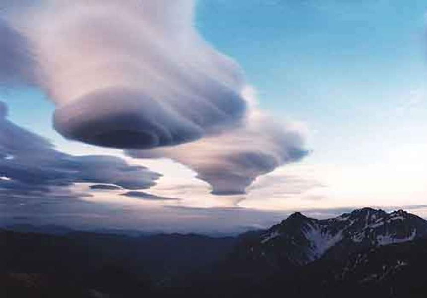 800px-Lenticular_clouds_and_Mount_Hotaka_from_Mount_Otensho_1994-06-25