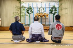 最前列中央に浅間大社宮司、右に浅間大社青年会会長、左に神幸会(OB会)会長