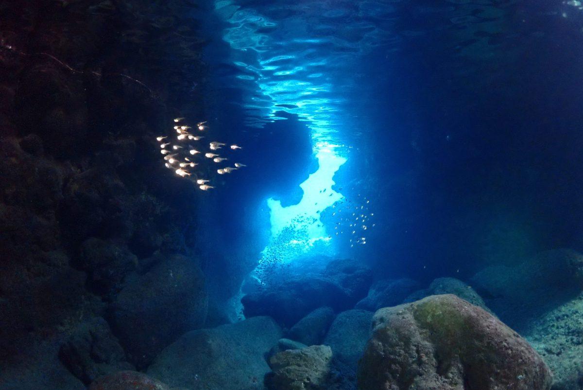 伊良部島のツインホールで体験ダイビング