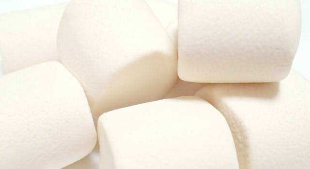 ホワイトデーのお返しの意味と由来!10個のお菓子は本命や義理に合う?