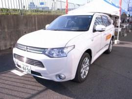 三菱自動車さんの協力で駐車場と会場までを電気自動車で送迎!