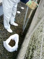 柱を埋める部分を掘って…
