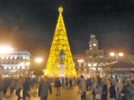 Metal-and-glass-Christmas-tree