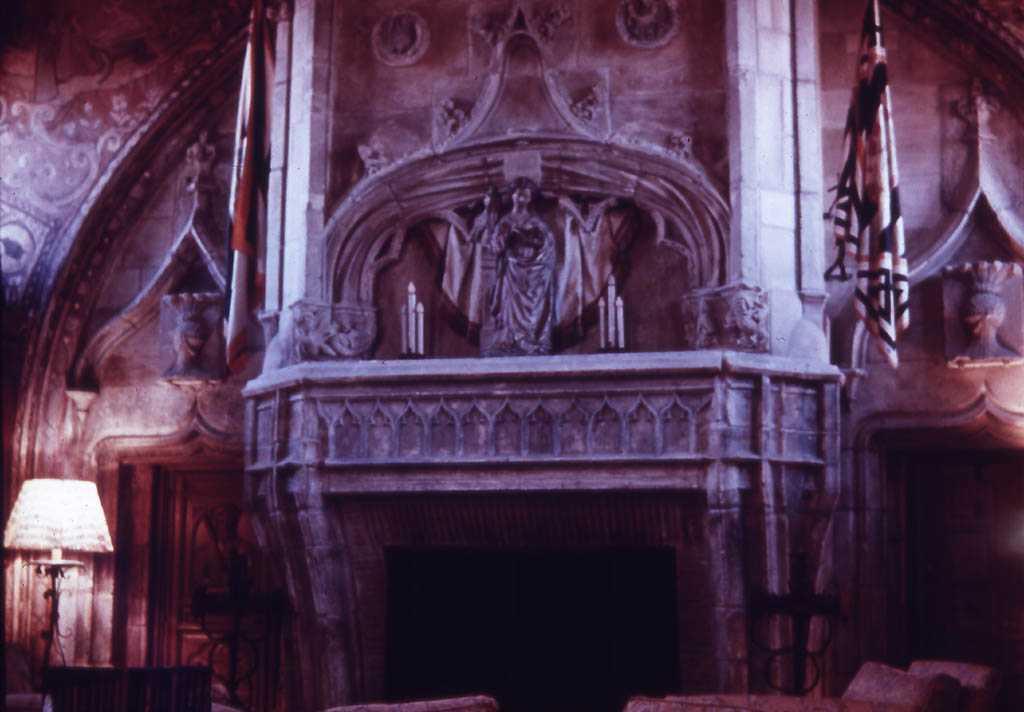 Камины в готическом стиле