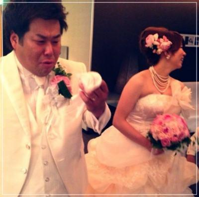 結婚披露宴に浜田雅功からの花の贈り物を見て号泣する岩橋良昌さんと嫁・結花