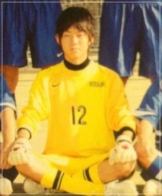 ネイビーズアフロの皆川勇気の高校時代サッカー部の写真