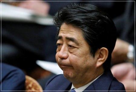 安倍晋三首相が苦い顔している画像