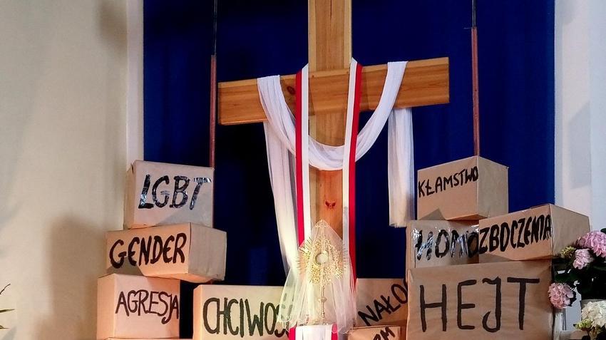 Jest nagranie z awantury w płockim kościele. Ksiądz wyrzucił geja ze świątyni [WIDEO]