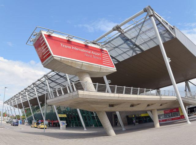 lotnisko w tiranie