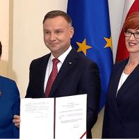 Rząd potwierdza, rodziny wracające z emigracji do Polski, dostaną po milion złotych i emeryturę